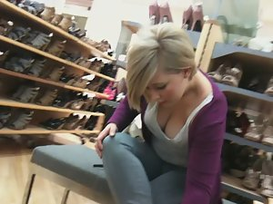 Secretly watching big boobs in shoe store