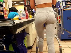 Peeping on epic ass of a fit girl in store Picture 5