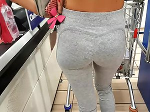 Peeping on epic ass of a fit girl in store Picture 7