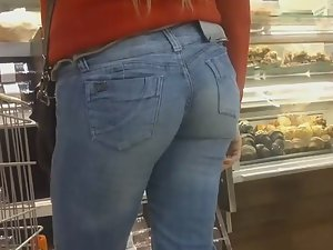 Milf's soft ass squeezed in jeans