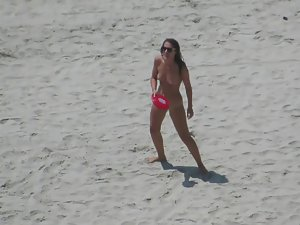 Nudist girl sucks at frisbee Picture 3