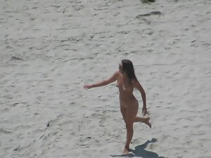 Nudist girl sucks at frisbee Picture 6