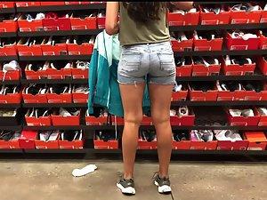 Voyeur follows a sporty girl into the sports store