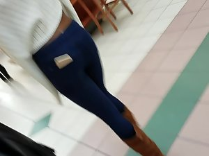 Hot black girl's body line in jeans Picture 3