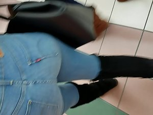 Hot black girl's body line in jeans Picture 6