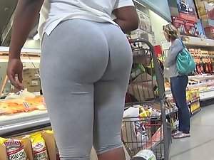 Wobbly big black ass in grey tights