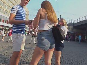 Chav girl got a seductive ass wiggle