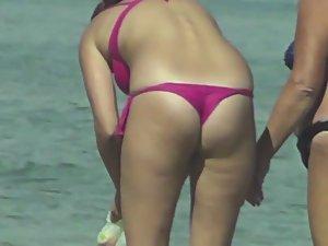 Shameless milf in thong bikini