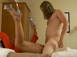 Stretchy milf enjoys getting it deep