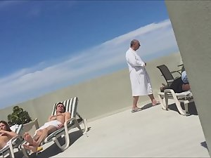 Peeping a naked gold digger on hotel's roof terrace Picture 2