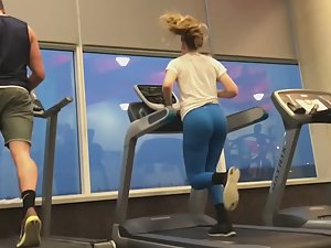 Sexy treadmill runner in blue tights