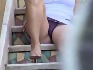 Neighbor peeped while sitting on stairs