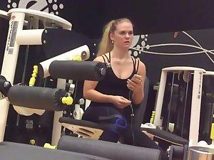Gym voyeur peeping on athletic girl