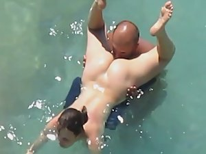 Pussy licking inside water leads to sex