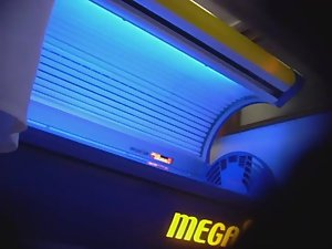 Mature lady wipes the tanning machine Picture 1