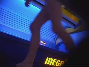 Mature lady wipes the tanning machine Picture 7