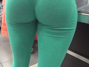 Blond girl got incredible bubble butt