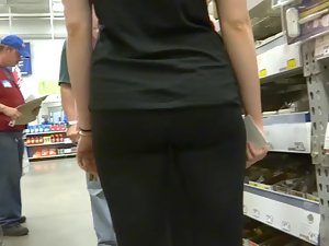 Following a hot blonde in big store Picture 5