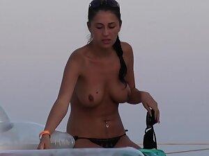 Trophy girlfriend in topless gets caught by voyeur
