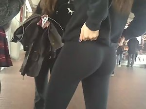 Tights that squeeze young ass