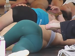 Pussy squeezed in yoga pants Picture 3